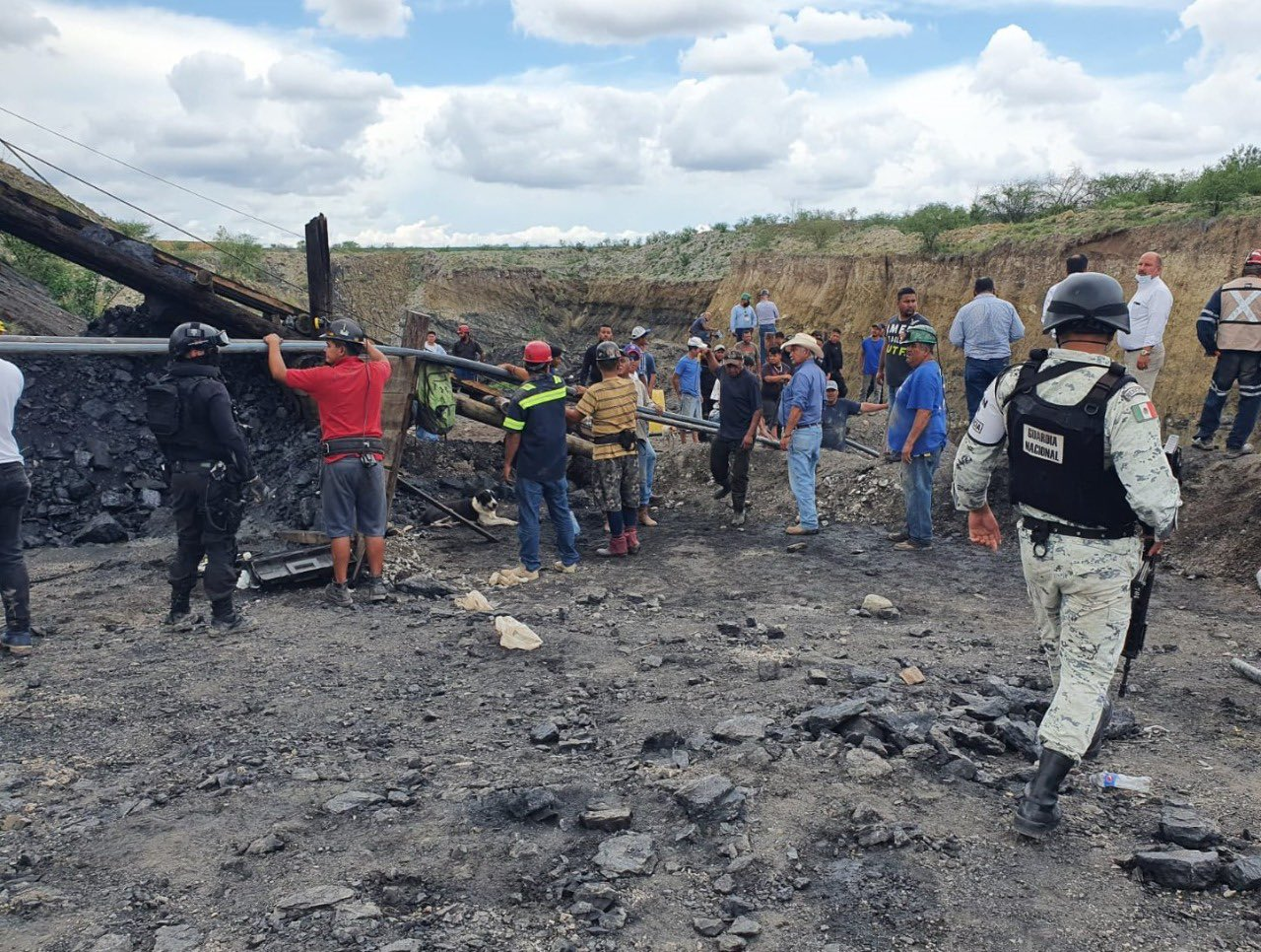 Colapsa Mina en México lVUAAFOui